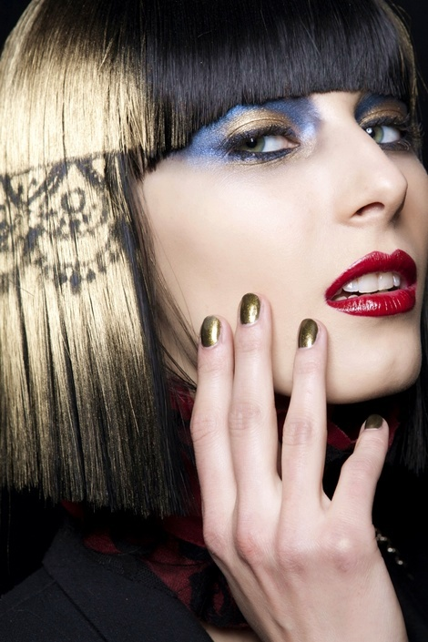 nail art, màu móng tay đẹp, mau mong tay dep, màu móng giáng sinh, mau mong giang sinh, xu hướng móng tay thu đông 2011, xu huong mong tay thu dong 2011,  muted gold, vàng nhũ, vang nhu