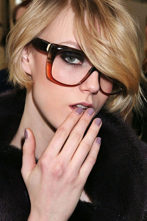 nail art, màu móng tay đẹp, mau mong tay dep, màu móng giáng sinh, mau mong giang sinh, xu hướng móng tay thu đông 2011, xu huong mong tay thu dong 2011, màu tím, mau tim, màu tím nhạt, mau tim nhat, purple pastel, runway fashion