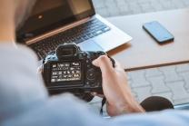 Keywords: boy;canon;dslr;laptop;man;photographer;work;working;hands